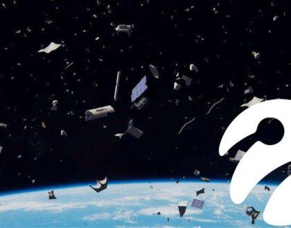 İki Devasa Uzay Çöpü, Çabucak Zirvemizde Tekrar Çarpışmanın Eşiğinden Döndü